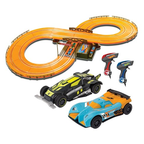 Hot Wheels Slot Track Set with 9.3ft Track - 1:43 Scale - image 1 of 2