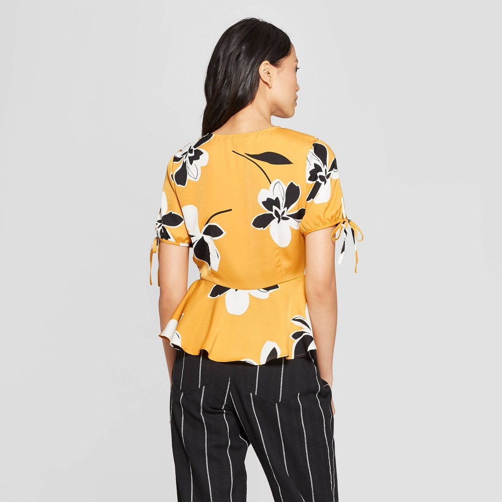 Women's Floral Print Short Tie Sleeve V-Neck Peplum Top - Who What Wear Yellow L