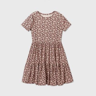 Girls' Short Sleeve Tiered Dress - art class™ Maroon M