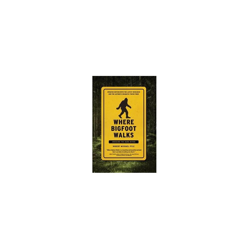 Where Bigfoot Walks : Crossing the Dark Divide (Reprint) (Paperback) (Robert Michael Pyle)