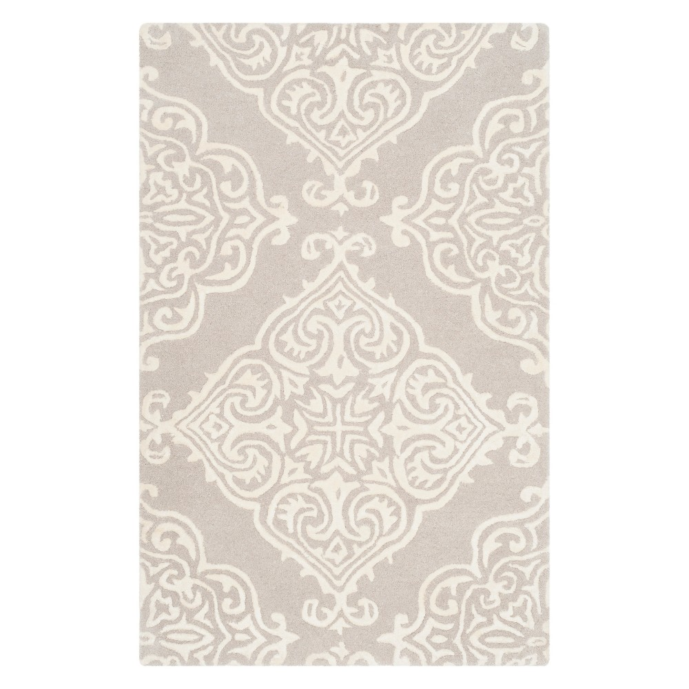 2'X3' Medallion Tufted Accent Rug Silver/Ivory - Safavieh