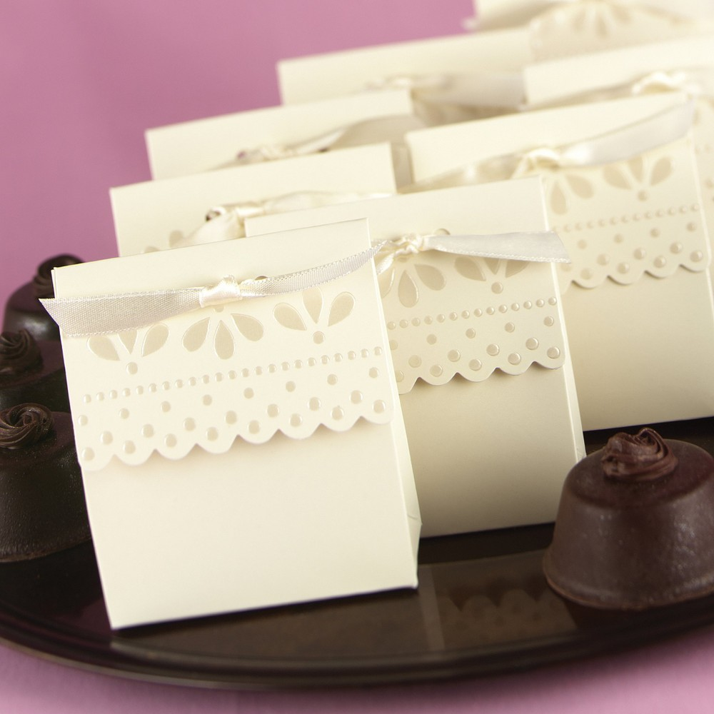 25ct Ivory Scalloped Wedding Favor Box