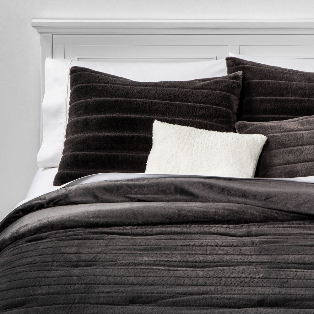 Image of Twin/Twin Extra Long Whistler Faux Fur 4pc Bed Set Set Gray