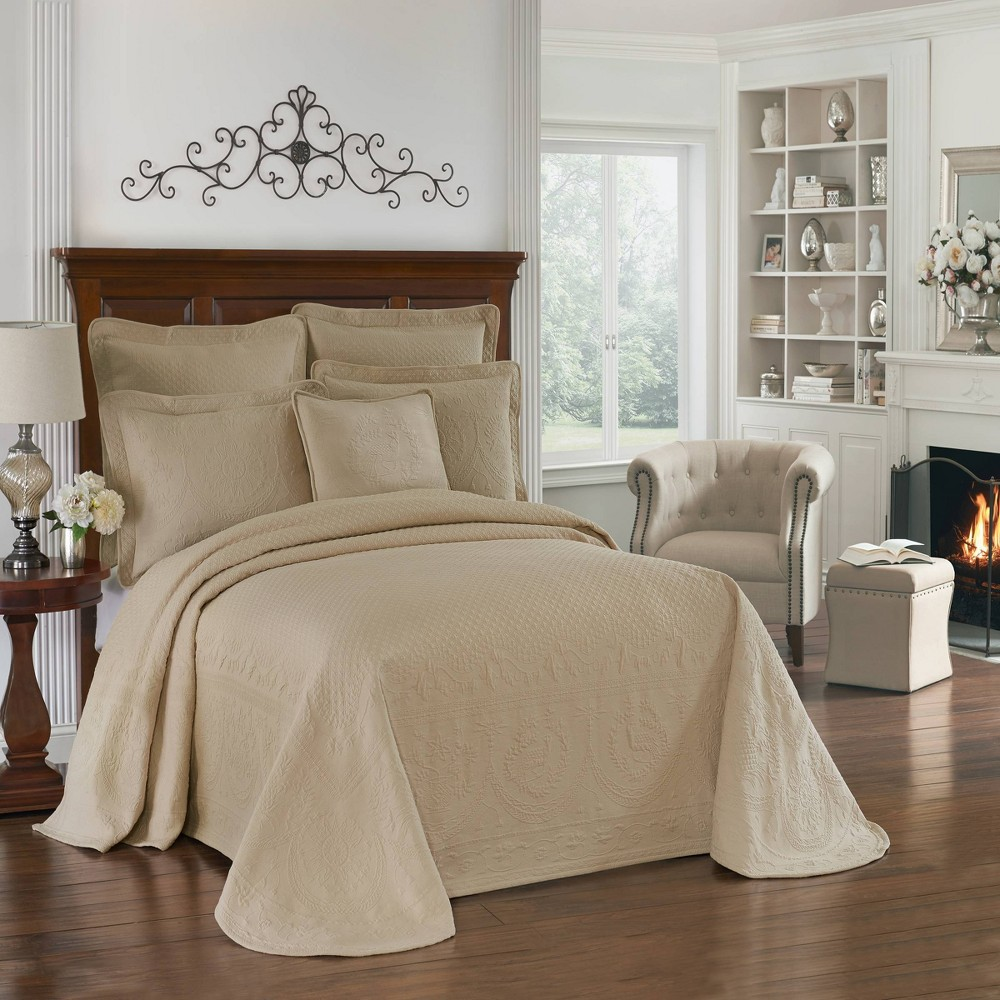 Image of Birch King Charles Matelasse Bedspread (Queen) - Historic Charleston