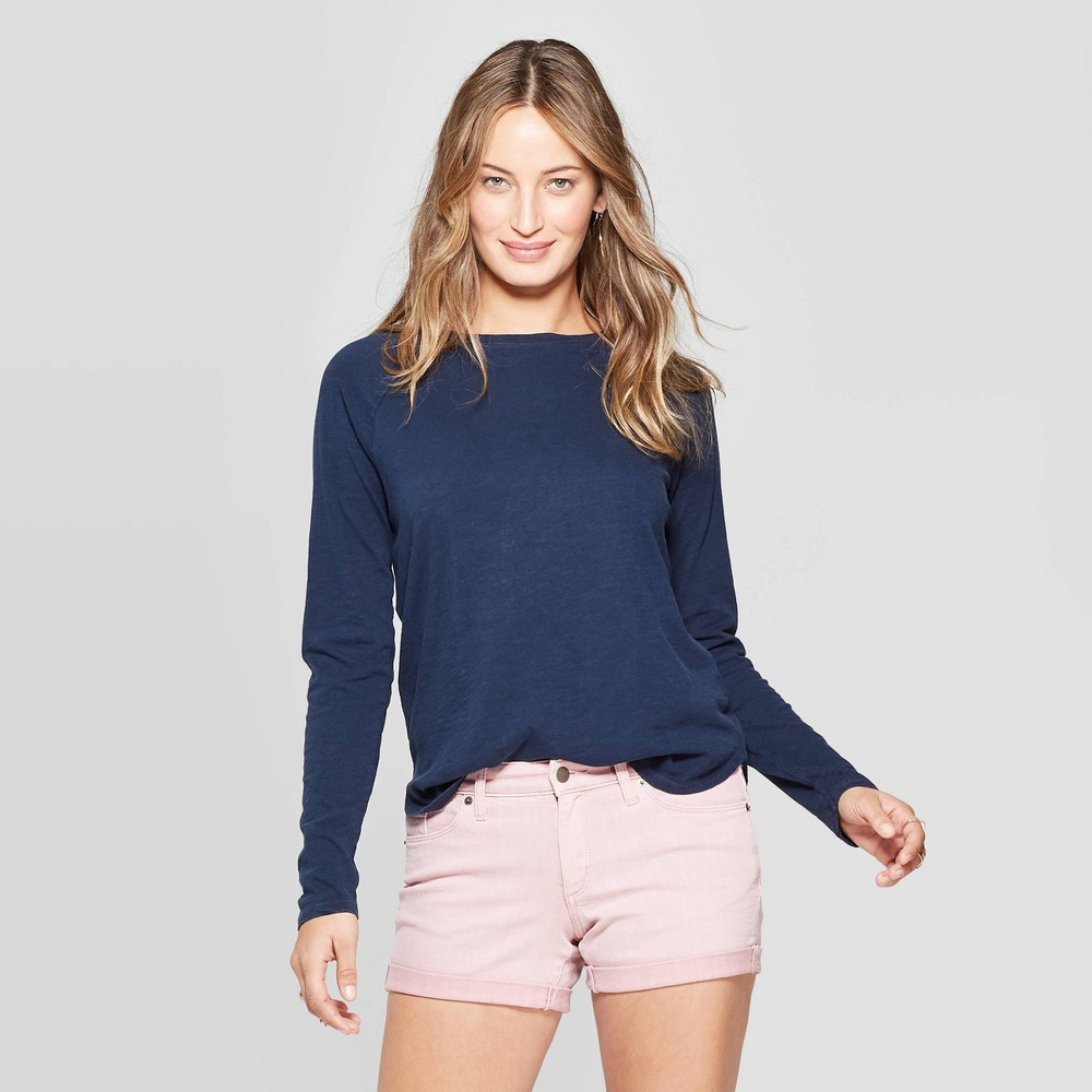 Women's Long Sleeve Crewneck T-Shirt with Rounded Hem - Universal Thread Navy (Blue) L