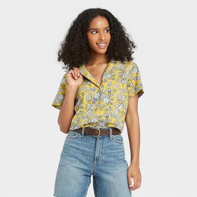 Women's Short Sleeve Button-Down Shirt - Universal Thread™