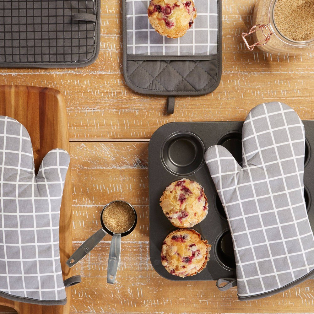 Image of 4pc Cotton Bistro Grid Oven Mitt and Pot Holder Gray - Town & Country Living