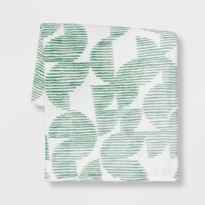 Geometric Printed Plush Throw Blanket Green - Room Essentials™