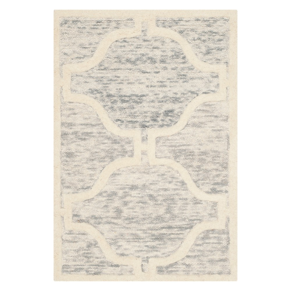 2'X3' Quatrefoil Design Accent Rug Light Gray/Ivory - Safavieh