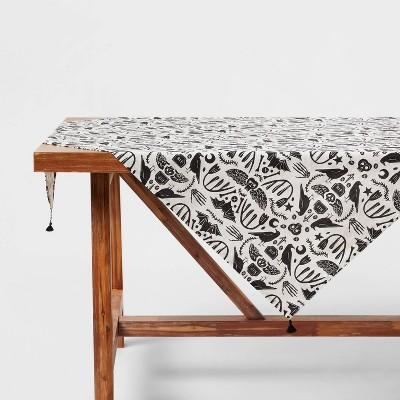 "50"" Cotton Bats Print Table Throw - Threshold™"