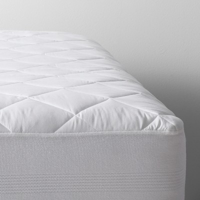 Queen Antimicrobial Machine Washable Waterproof Mattress Pad White - Made By Design™