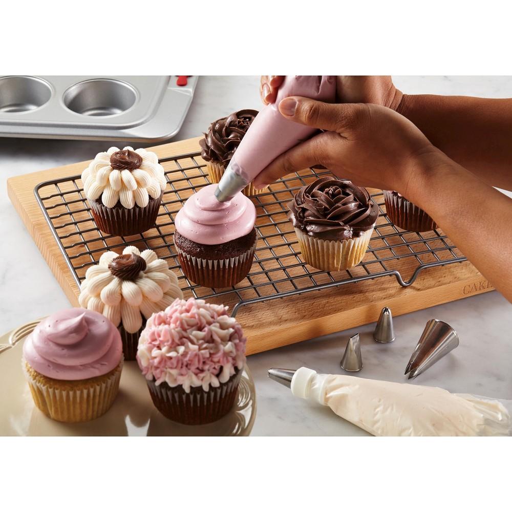 Cake Boss 6 Piece Decorating Tools - Traditional Decorating Tip Set