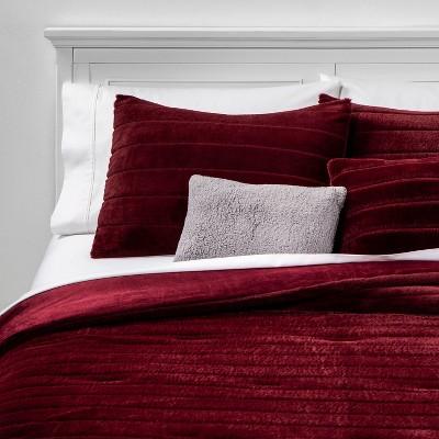 King Whistler Faux Fur 5pc Bed Set Set Berry