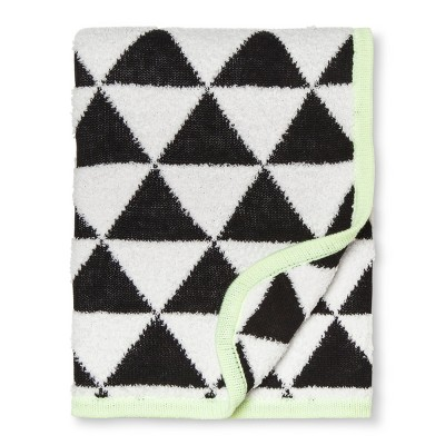 Sweater Knit Baby Blanket Triangles - Cloud Island™ Black/White
