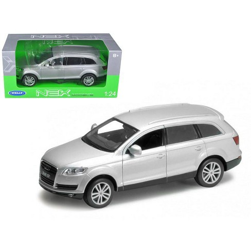 Audi Q7 Silver 1/24 Diecast Car Model by Welly - image 1 of 1