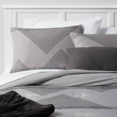 Triangle Lines Decorative Bed Set with Throw - Room Essentials™