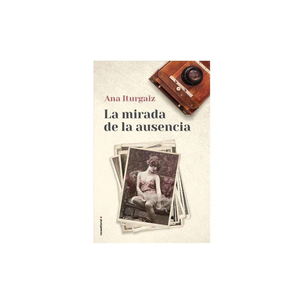 La mirada de la ausencia / The Look of Absence - by Ana Iturgaiz (Hardcover)