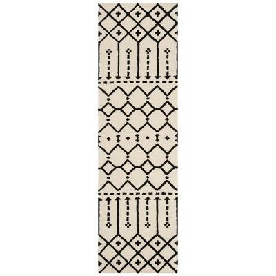 """2'2""""X8' Geometric Design Tufted Runner Ivory/Black - Safavieh"""