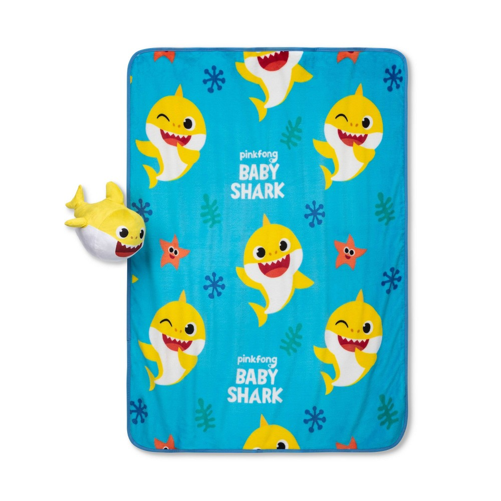 "Image of ""Pinkfong Baby Shark 40""""x50"""" Happy Fins Blanket Set"""