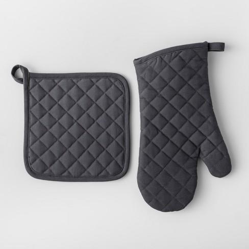 solid pot holder oven mitt set made by design target. Black Bedroom Furniture Sets. Home Design Ideas
