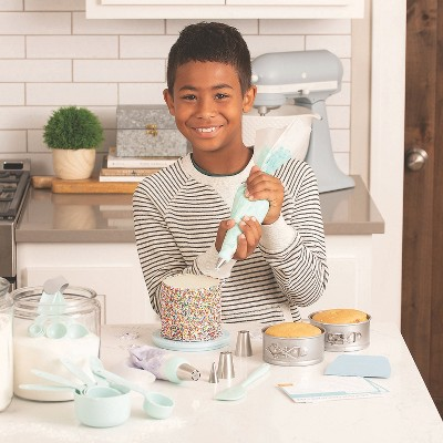 MindWare Playful Chef: Cake Decorating - Science and Nature -18 Pieces
