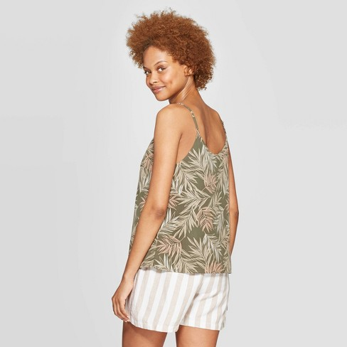 b01db8eed62047 Today I am wearing another take on outfit 4 (neutral printed top + white  shorts + colored ...