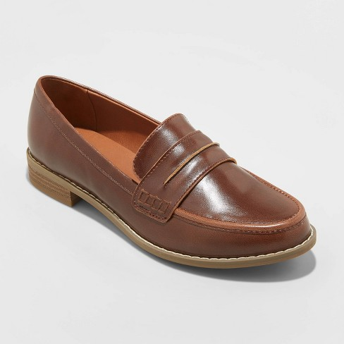 Women's Quinn Faux Leather Closed Back Loafers - Universal Thread™ - image 1 of 3