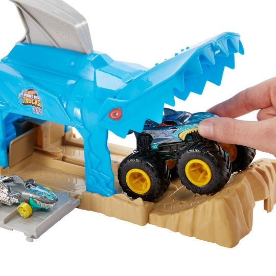 Hot Wheels Monster Truck Pit & Launch Play Set - Monster Truck & 1:64 Scale Car - Team Shark Wreak image number null