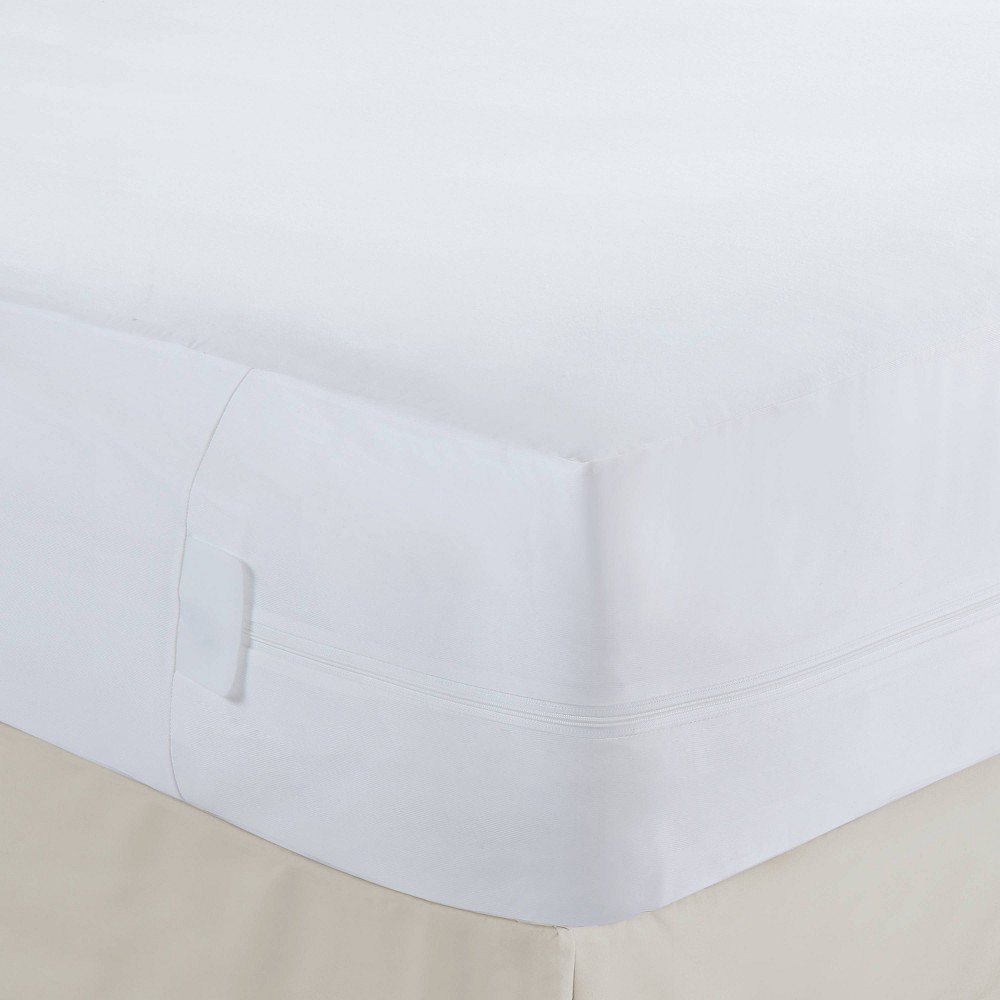 Image of California King Cooling Rayon from Bamboo Mattress Protector with Bed Bug Blocker - Fresh Ideas, White