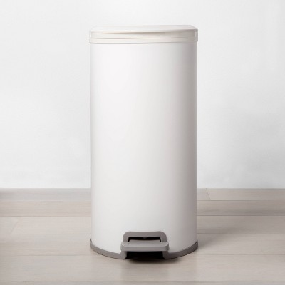 30L Round Step Trash Can White - Made By Design™