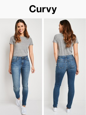 High waisted jeans and loose crop top